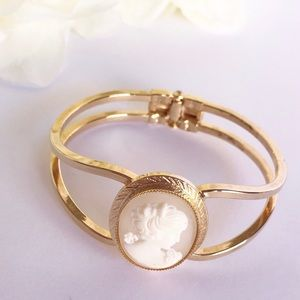 Jewelry - Gold Tone Cameo Clamp Bracelet